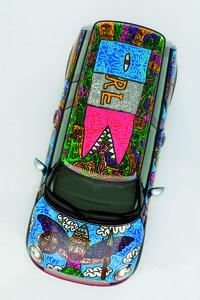 La Mini Clubman décorée par Robert Combas exposée à la FIAC