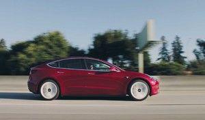 Tesla Model 3 : la version à 35000dollars (déjà) retirée du catalogue, ou presque