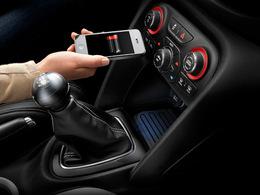 Dodge propose la recharge sans fil des équipements mobiles sur sa Dart
