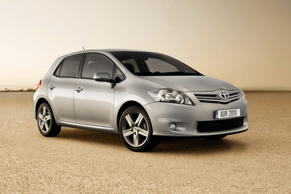 Restylage pour la Toyota Auris, une version hybride au programme