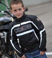 Les jeunes motards ont aussi droit à leur Code : le blouson AS Kid.