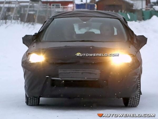 Spyshot : la future Citroën C4 promène son sac dans la neige