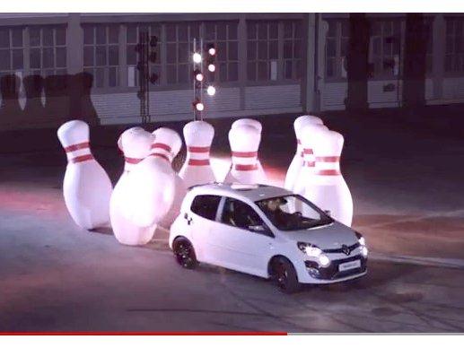 [vidéo] New Twingo R.S est une boule de bowling
