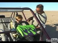 Vidéo : Un gamin de 9 ans qui a le pied un peu lourd...