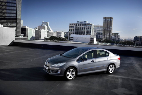Nouvelle Peugeot 408: Une variante à coffre de la 308 pour la Chine