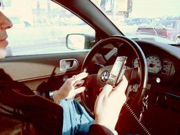 19% des conducteurs ont déjà surfé sur Internet au volant