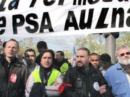 Nicolas Sarkozy reçoit les salariés PSA et fait des promesses