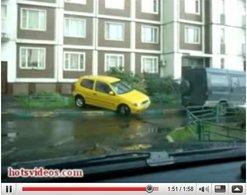 Vidéo : Une Polo yellow, un créneau et peut être trop de Cointreau !