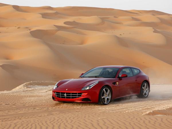 Ferrari FF : nouvelles photos, cette fois-ci dans le sable (+ bonus vidéos)