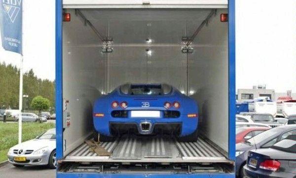 A vendre : une Bugatti Veyron et son camion de transport