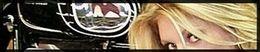 Moto (Guzzi) & Sexy : Jeune blonde mécanicienne