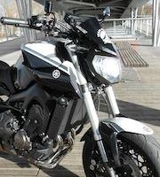 Yamaha Patrick Pons Bastille : Yamaha MT-09 Full Black & White