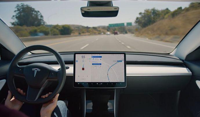 Tesla va bien se lancer dans le taxi autonome