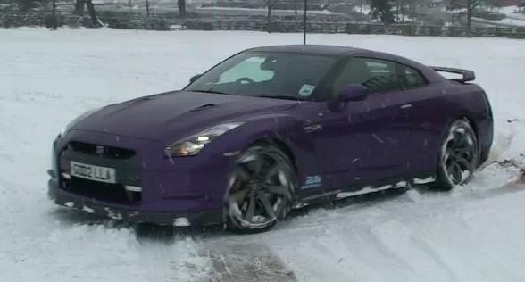 [Vidéo] Une Nissan GT-R en glisse sur la neige