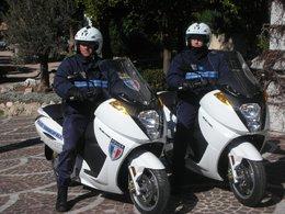 Des policiers ont adopté des Vectrix électriques