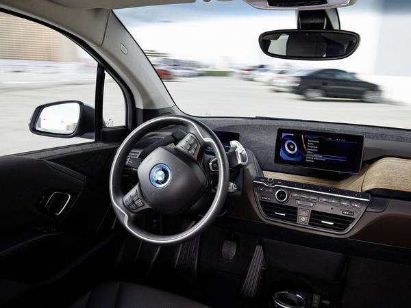 """BMW présente son système de """"self parking"""""""