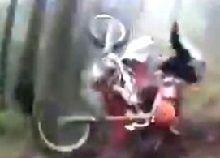 Vidéo: quand une Honda voit rouge en repérant une KTM orange