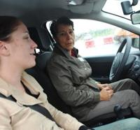 Prévention : les automobilistes seniors testent leurs réflexes sur circuit