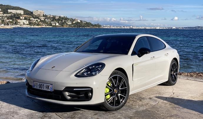 Porsche Panamera restylée (2020) : les premières images de l'essai en live + impressions de conduite.