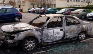 Nuit de la Saint Sylvestre: les voitures brûlent toujours par centaines