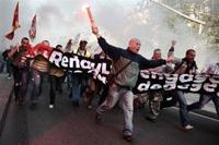 Manifestations : la crise économique envahit le Mondial de l'Auto