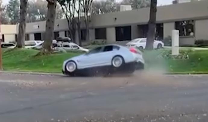Il perd le contrôle de sa BMW M3 en quittant un rassemblement