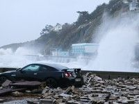 Une Nissan GT-R abandonnée au cœur de la tempête Eleanor