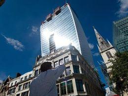 """Le """"Talkie-Walkie"""" un nouveau gratte-ciel londonien fait fondre les voitures"""