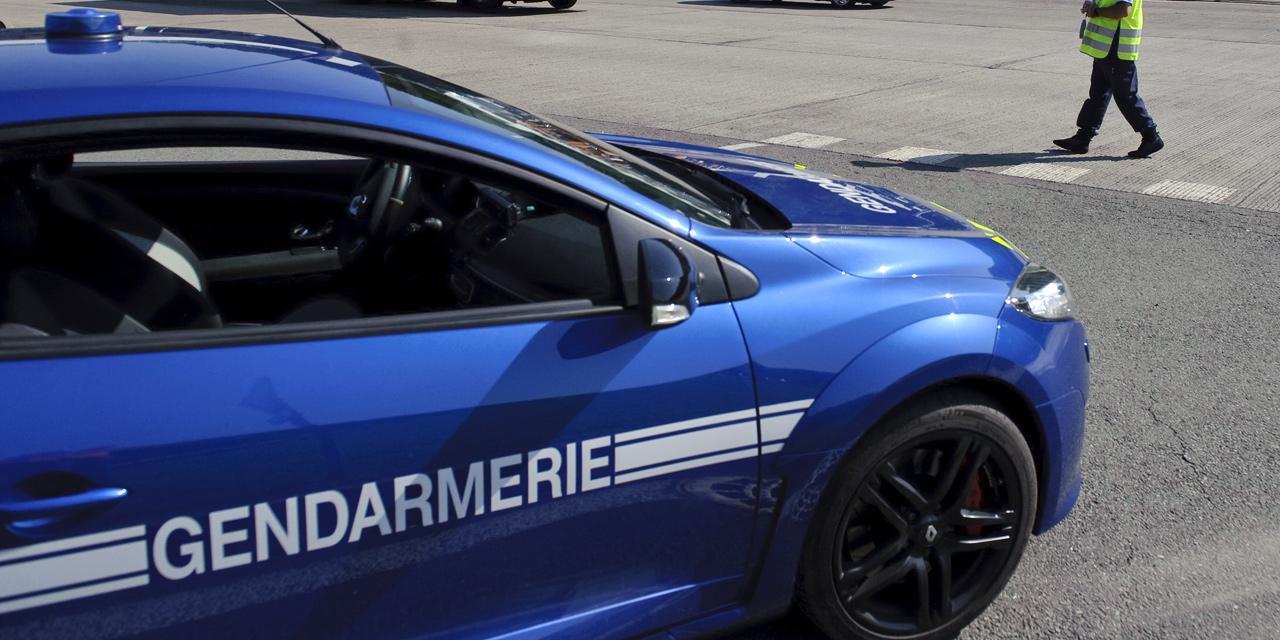 insolite en panne avec une voiture vol e un jeune conducteur appelle les gendarmes. Black Bedroom Furniture Sets. Home Design Ideas