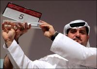 """Emirats arabes unis : une plaque d'immatriculation """"5"""" vendue 5 millions d'euros !"""
