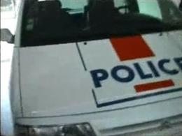 (Minuit chicanes) Une voiture de police est-elle une œuvre d'art?