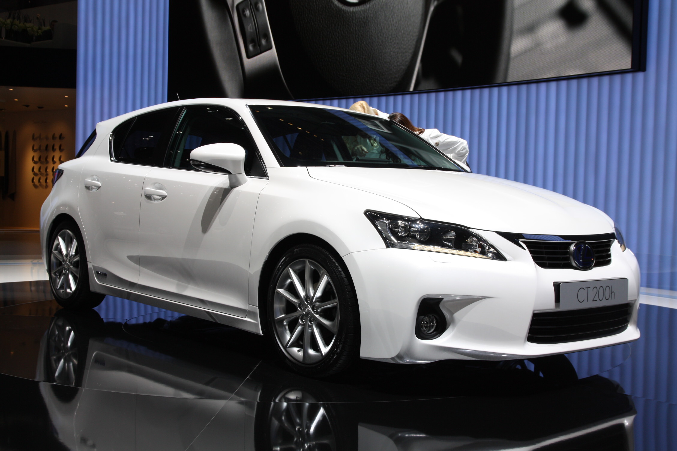 la lexus ct 200h hybride commercialis e aux etats unis d but 2011. Black Bedroom Furniture Sets. Home Design Ideas