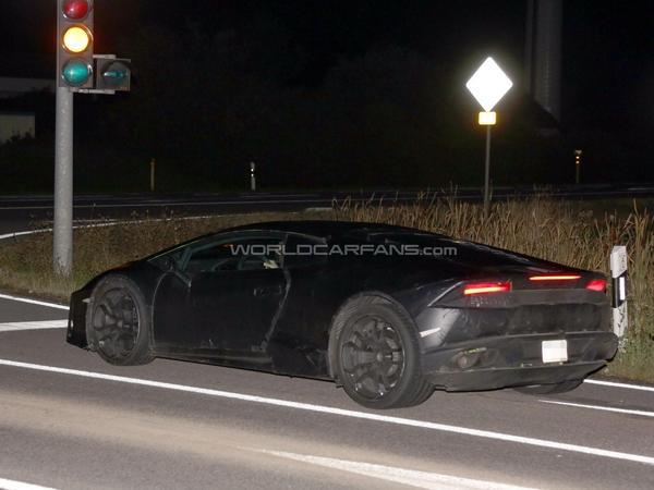 La future Lamborghini Cabrera se montre