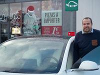 L'auto des voisins - En Picardie, Alexandre, restaurateur, est fidèle à Tesla depuis 2014