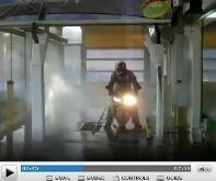 Vidéo moto : I'm singing in the rain