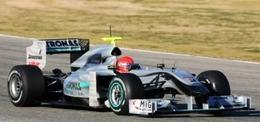 F1 - Essais de Valence : Michael Schumacher s'entraîne avec son équipe médicale