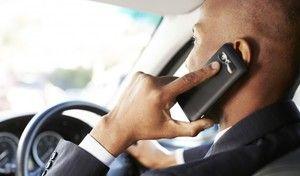 Téléphone au volant: vers des sanctions plus sévères avec suspension du permis