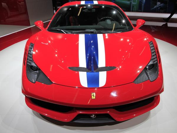 Vidéo en direct de Francfort 2013 - Ferrari 458 Speciale, pour courser la concurrence