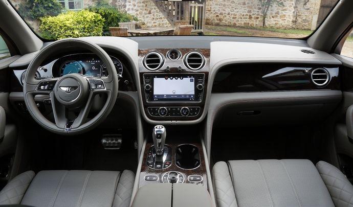 Bentley : le Bentayga rappelé pour des sièges et une planche de bord mal fixés