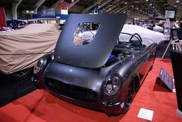 Une Corvette de 1954 avec un moteur de ZR1 (647 chevaux) et des phares de Mini