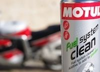 Essai Motul Fuel System Clean: du bon qui ne fait pas pour autant de miracle...