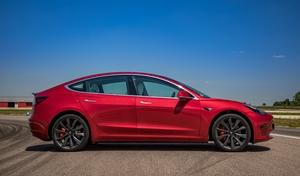 Elon Musk a essayé de vendre Tesla à Apple