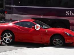 [Vidéo] Mauvaise rencontre entre une Ferrari California et un bus