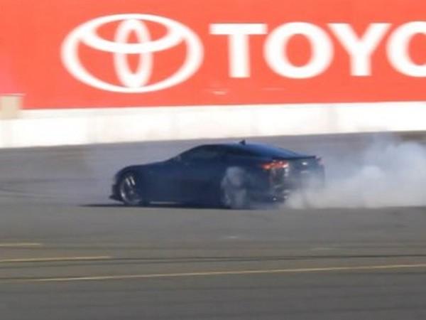 [Vidéo] Une Lexus LFA glisse et chante sur le circuit d'Infineon