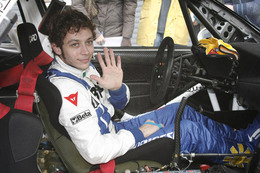 Valentino Rossi : en Focus WRC pour le RAC et dans la F2008 pour le fun !