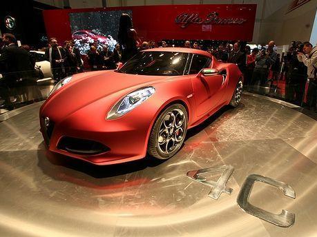 Maserati : une version V8 de la 4C en préparation ?