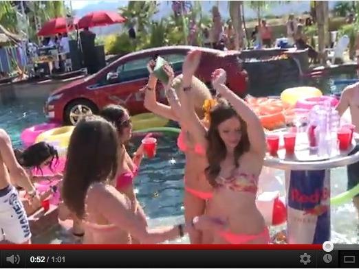 Chevrolet Volt et bikinis