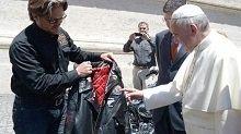Insolite: la Harley-Davidson du Pape aux enchères