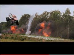 World Record : le saut le plus long en Monster Truck