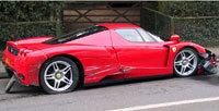 Ferrari Enzo cassée: 443.000 euros à payer pour le chauffeur de bus !